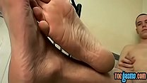 Young stud Tygger squiggles toes while wanking off