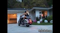 Девушка занимается сексом с байкером в шл