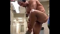 Musculoso morboso le gusta mostrar su verga