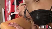Mamie à la chatte percée se prend une grosse bite dans le cul ! Vorschaubild