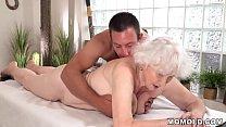 Old mom Norma enjoys sex after massage Vorschaubild