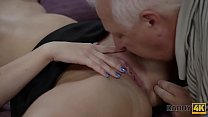 DADDY4K. Hot Ornella cant resist sexual charms of seasoned old male Vorschaubild