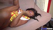 Jeune réunionnaise n'a pas l'habitude de se faire défoncer comme ça [Full Video] thumbnail