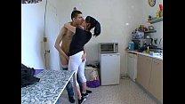 Ma femme surprise a baiser dans sa cuisine !
