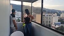 Colombiana vende su casa y se la cojen