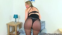 British milf Sofia works her craving pussy video