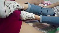 Cô gái châu Á footjob converse tru1eafng thumb