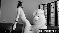 Black Goth girls agrees to suck and fuck with teddy bear at casting, jizz in mouth صورة