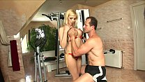 Hot blonde secretary Donna Bell put her boss a crimp in gym's Thumb