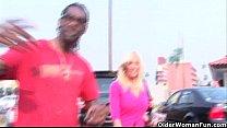 Blonde milf gets cumshot from a big black cock Vorschaubild