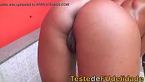 Mulata exibindo seu rabo gostoso e chupando pica