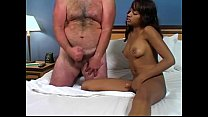 Ebony beauty teases fat guy Vorschaubild