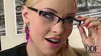 Nasty Office Babe Lola Taylor's Holes Gaped Wit...