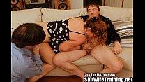 Cuckold Hubby Slurps Out Wife Creampie Vorschaubild