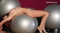 Very sexy body mature Ala does acrobatics Vorschaubild