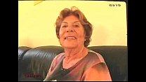 Oma mit ihrem Enkel