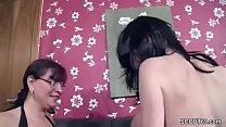 MILF mit riesen Titten zeigt ihr wie sie MEGA Schwanz fickt Vorschaubild
