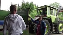 Bauer sucht Sau - MILF treibt es mit Fremden auf dem Trecker Vorschaubild