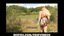 Natural big-booty blonde rubs her pussy in public