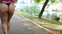 Gordinha gostosa faz sexo na praça com japonês sarado. Gabriela Ramos ( Completo no xvideos red )