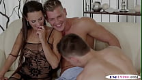 Bisexual jock sucked before girl squirting
