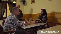 Muslim woman spread her legs for ID's صورة