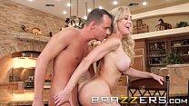 Blonde milf (Brandi Love) trains her stepson well - Brazzers صورة