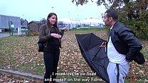 Broken umbrella help stranger to convince babe ...