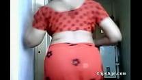 Aunty flashing navel