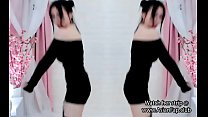Chinese babe dances on cam