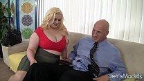 Platinum blonde BBW Klaudia Kelly takes a fat dick Vorschaubild