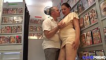 Fiby milf à gros seins enculée devant son mari thumb