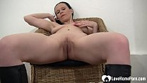 MILF pleasures her tight wet pussy with fingers