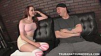 Рыжая телка мастурбирует порно фото