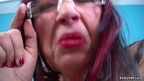 Mutti zeigt ihrer Stief-Tochter wie gefickt wird an Freund thumbnail