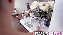 Hot Teacher Tricks Students Into Threeway Fuck Vorschaubild
