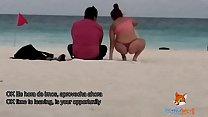 Mostrando el culo en tanga por la playa y calentando a hombres, solo dos se animaron a tocarme (Video Completo en Xvideos.RED) صورة
