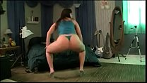 Curvy Babe Shakes Her Delicious Body On Cam