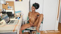 Yanks Ebony Lola Rose Fingers Her Hairy Twat Vorschaubild