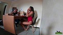 A estrela pornô brasileira Carol Fenix nos bastidores da gravação durante a quarentena do corvid-19 - Binho Ted
