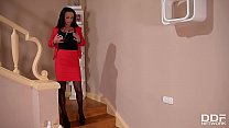 Extremely hot Milf Samanta Blaze fills her shaved pussy with porcelain vase's Thumb