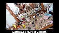 Skinny tattooed punk girl makes an amateur sex tape in her room Vorschaubild