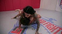 Tattooed MILF Jen Hexxx grinds and bites Racker's balls in this winner-fucks-loser mixed gender wrestling match Vorschaubild
