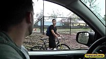Tino blowjobs Phenix on the roadside