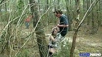 Stephanie se fait prendre dans les bois, enceinte et entourée de voyeurs [Full Video] thumbnail