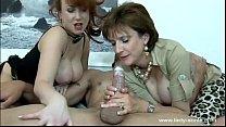 lady sonia se divierte masturbando a un tio porn image