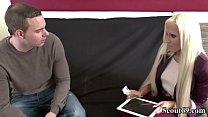 Deutsche Amateurin Tight Tini fickt mit fremden Typen fuer ein Ipad Vorschaubild