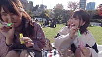 [Hinatabokko girls are crazy] GET a female college student playing on the lawn! The pussy that estrus in spring. Creampie while grabbing the young and best masterpiece body! !! [Orgy]
