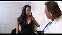 Brunette gefickt vom Doktor's Thumb