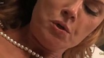 Busty Cougar Janet Mason Gives Up The Pussy To A Lucky Young Man Vorschaubild